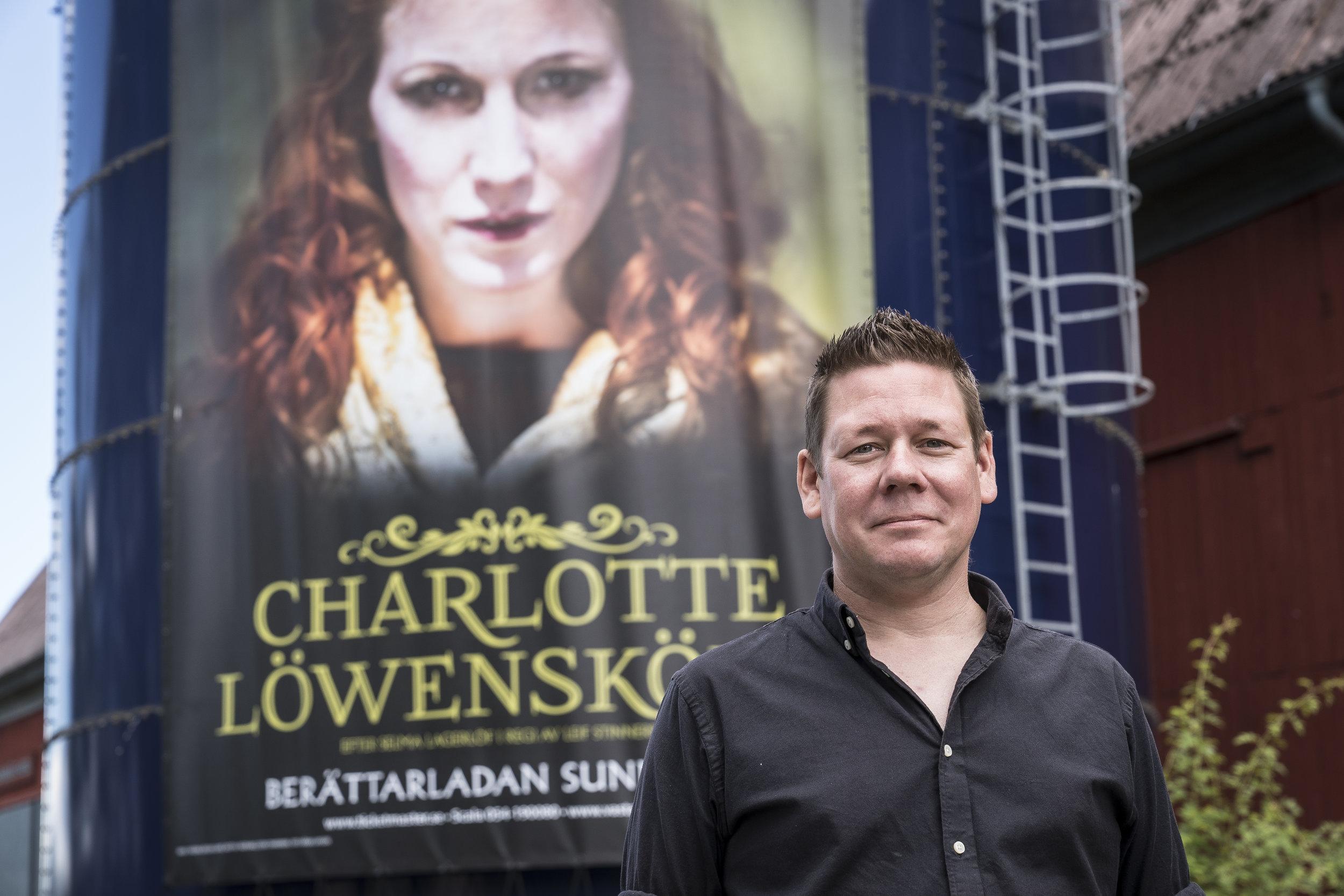 Magnus Stinnerbom skriver musiken som framförs i Berättarladans teaterföreställningar.