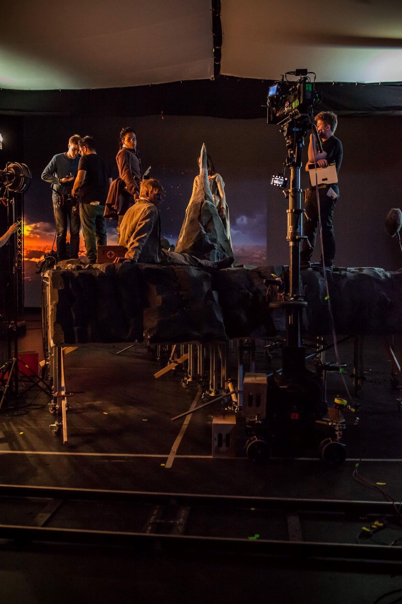 Inspelningsteamet (Birk Vogel, Daniel Sundin och Erik Ambrosiusson) och skådespelarna (Angelika Prick, Anton Lundqvist och Julia Ragnarsson) gör sig redo för tagning.
