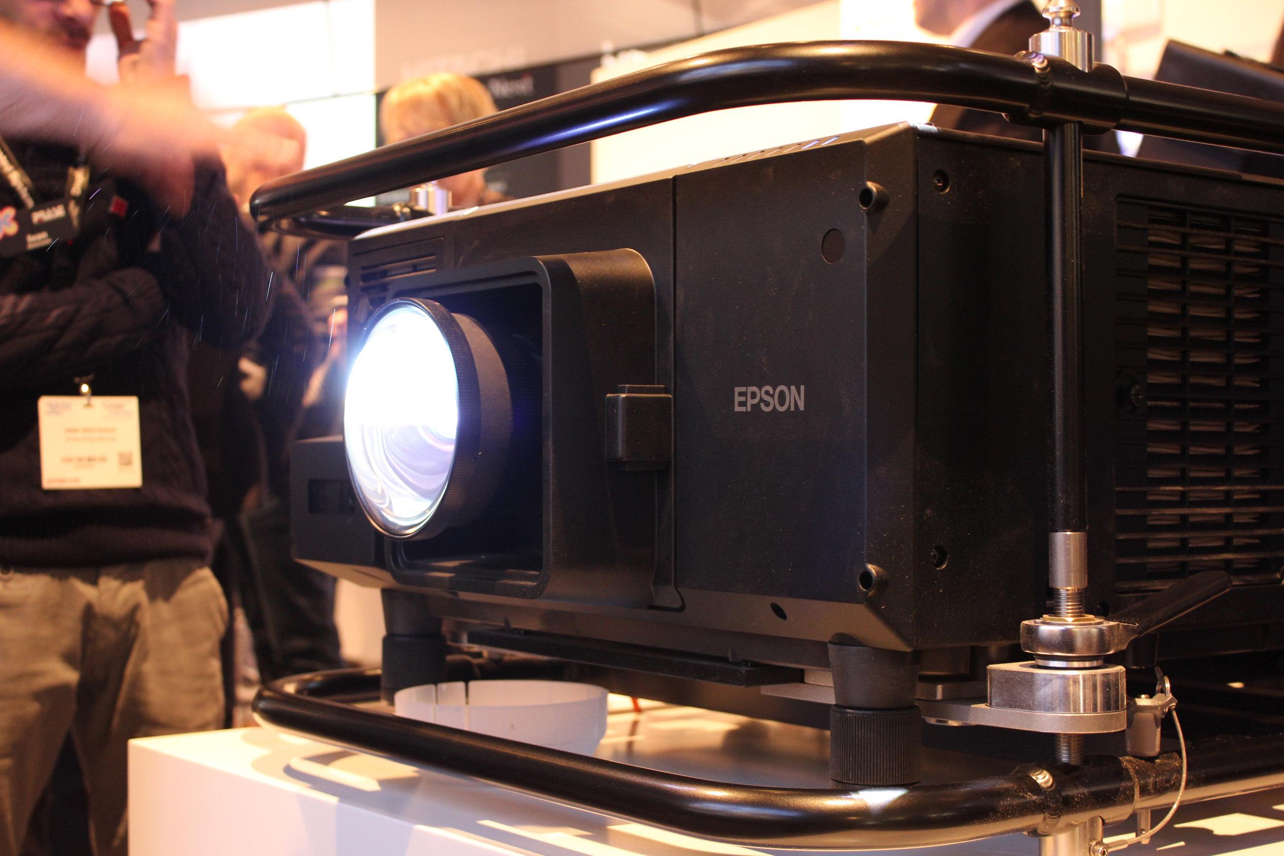 Stort för Epson i år var att man erbjuder laser över hela projektorsortimentet.