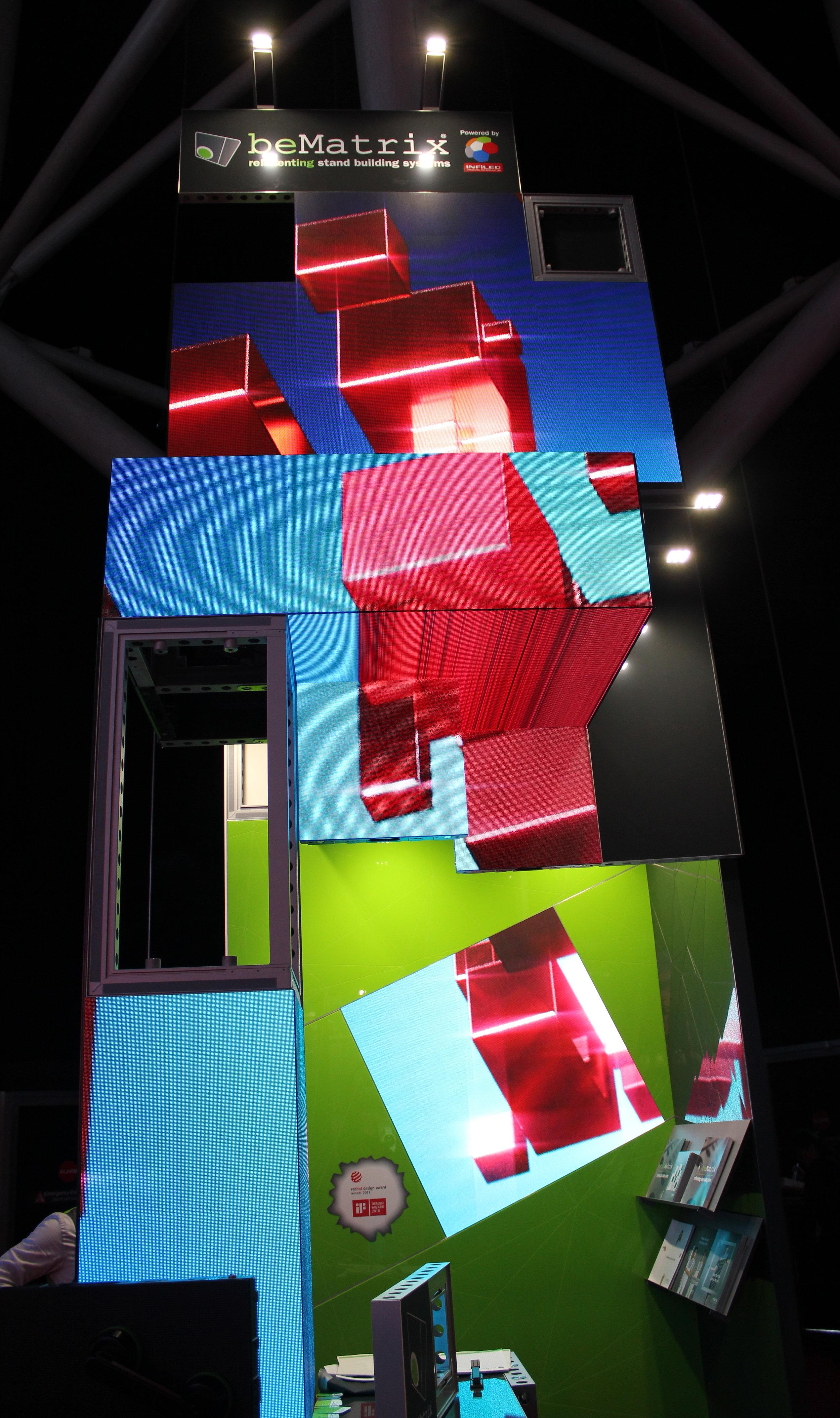 Att bygga montrar med beMatrix lego-liknande ramsystem verkar vara rena fröjden.