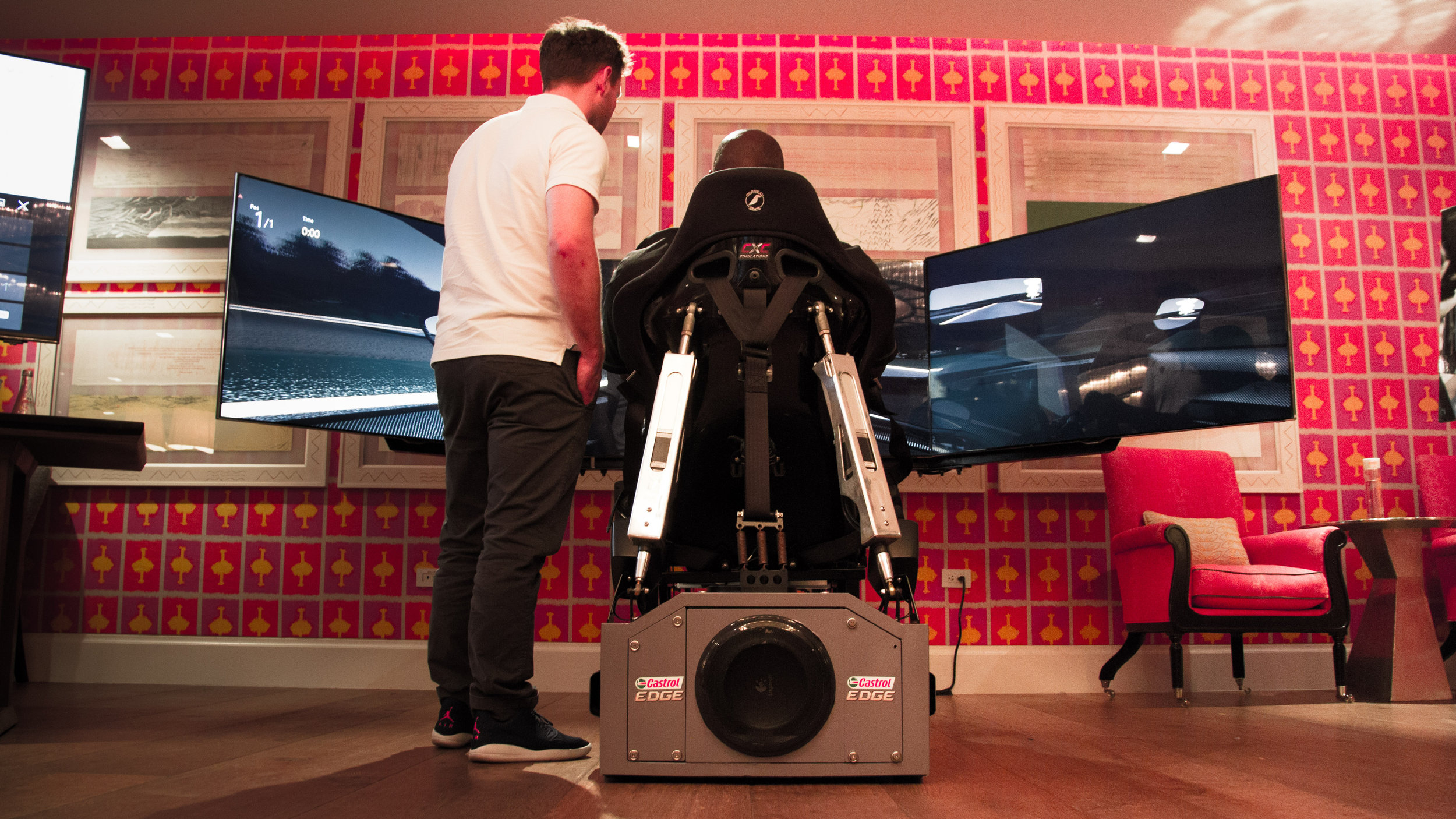 För VR-produktionen åt Castrol ville man göra upplevelsen så realistisk som möjligt och tog allt från blodtryck till hudfuktighet på riktiga racingförare.