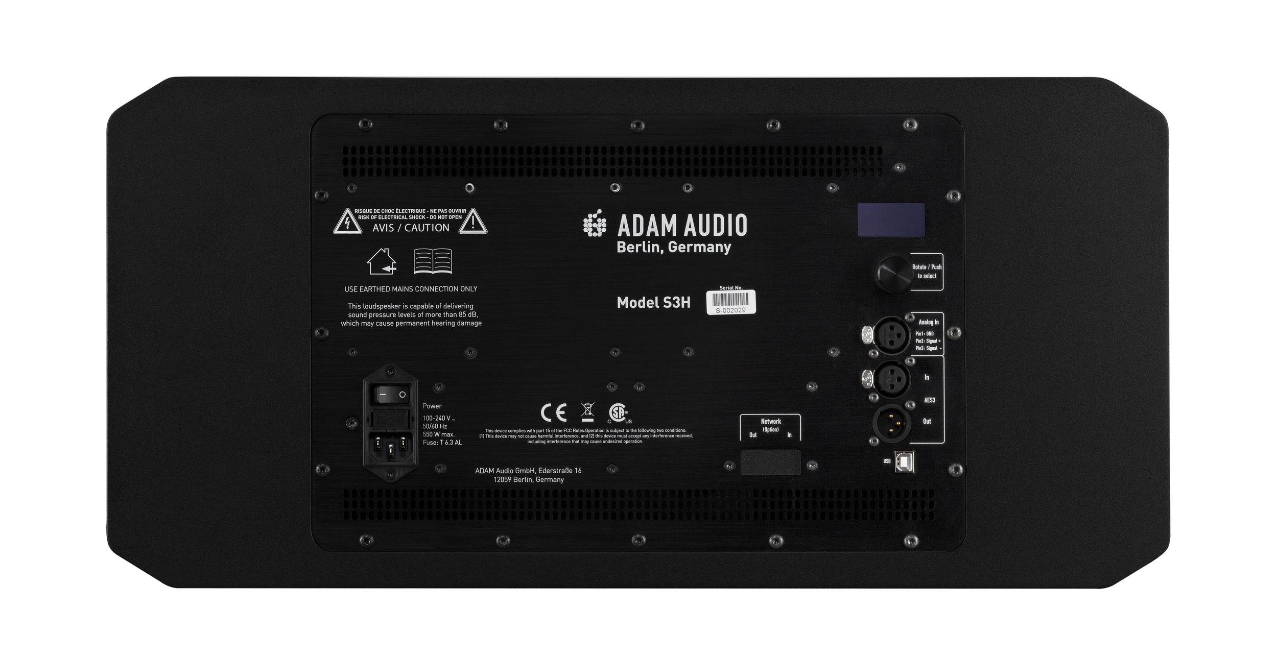 På baksidan av ADAM Audios S3H finns både analoga och digitala anslutningar.