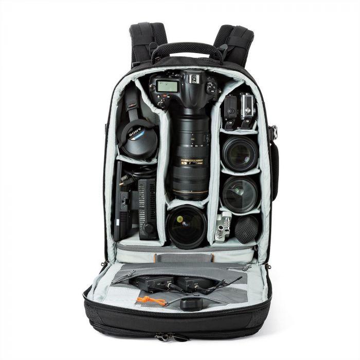 """BP 450 AW II rymmer 1-2 stycken professionella DSLR-kameror med 70-200mm f/2.8 telezoom monterad, t.ex. Canon EOS 1Dx Mk II eller Nikon D5 alternativt kamerahus med vertikalgrepp. Här ryms också en 15"""" laptop i ett särskilt, vadderat fack."""