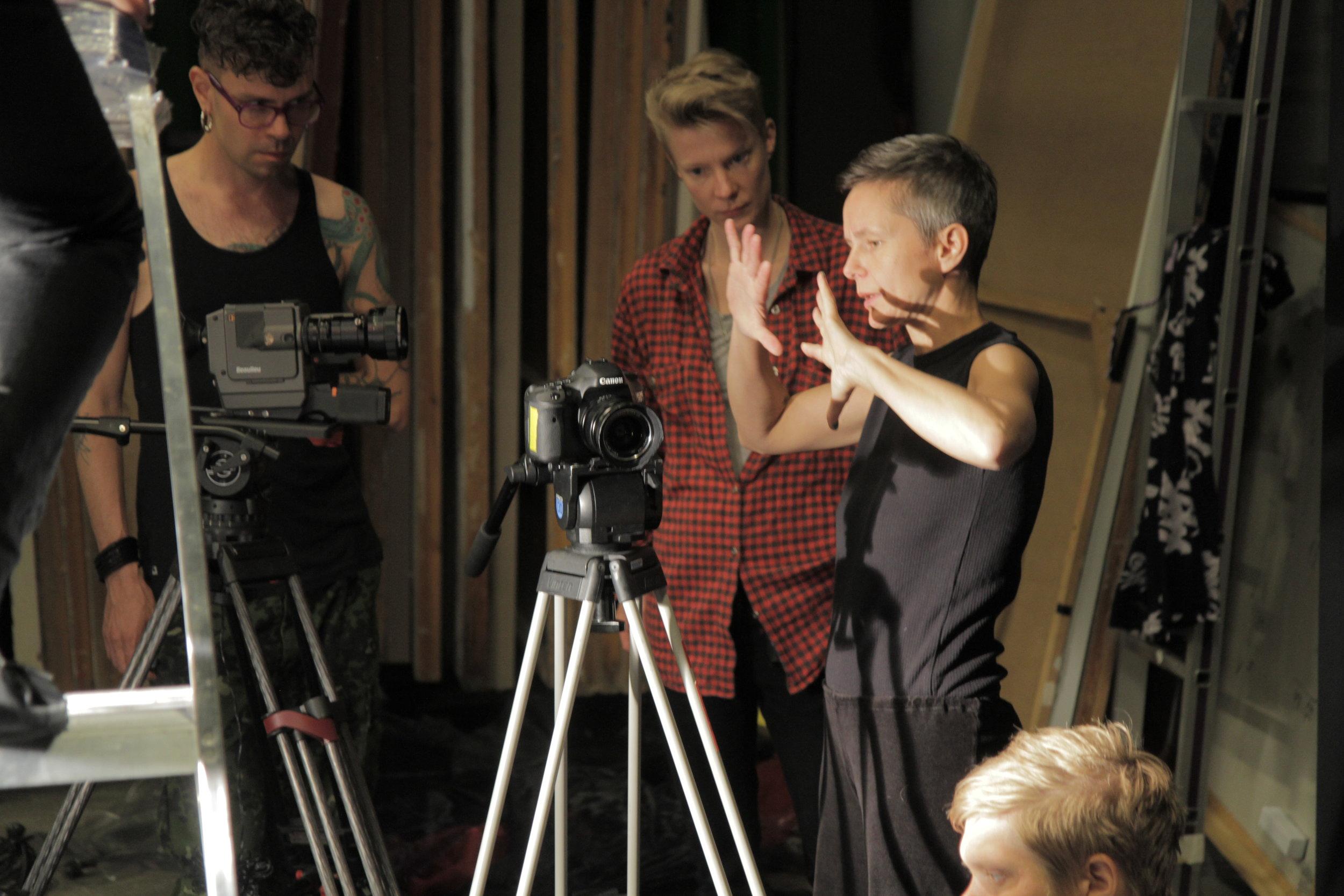 Anna älskar att jobba med egna filmer och projekt. Här under arbetet med  Spermahoran  tillsammans med Zafire Vrba och Maja Borg .