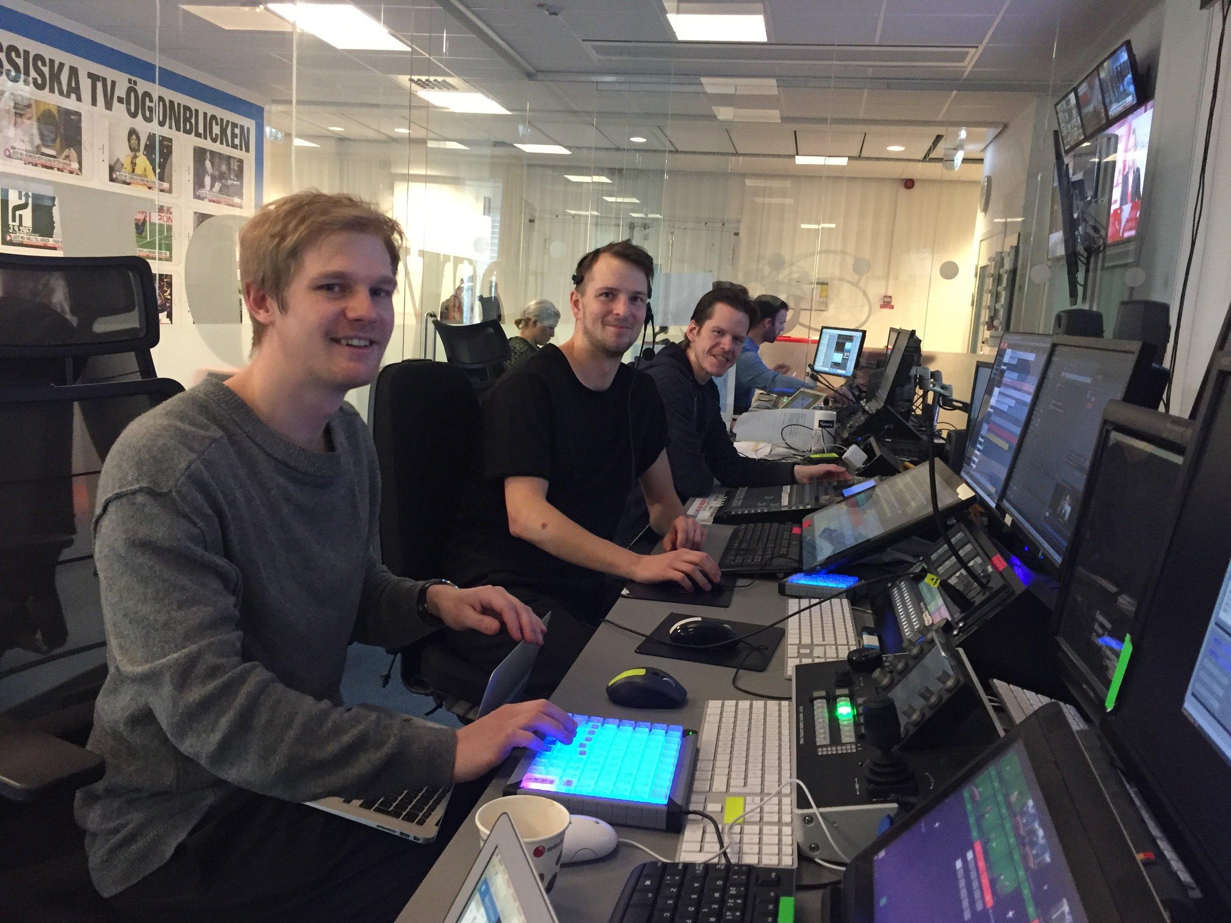 Felix Jonsson, närmast kameran, på LIA på Expressen tillsammans med tidigare studerande på Xenter Live, Kalle Falk och Magnus Ahlberg
