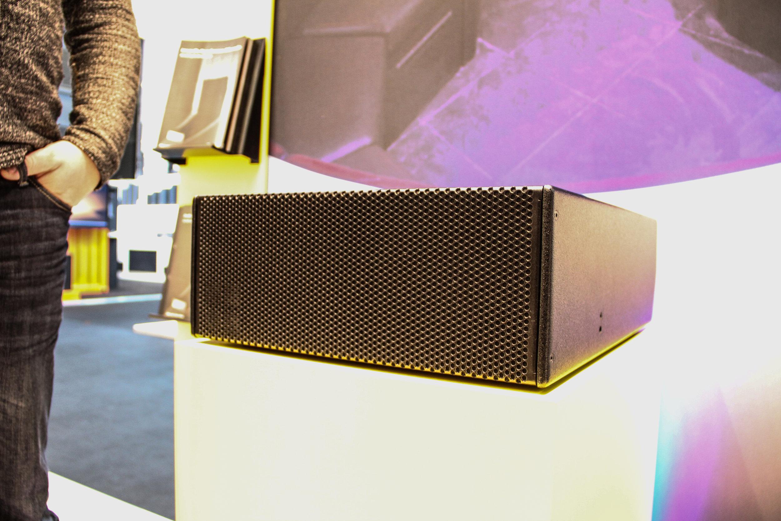 Tyska d&b audiotechnik debuterade en ny subbas under namnet B8-SUB.