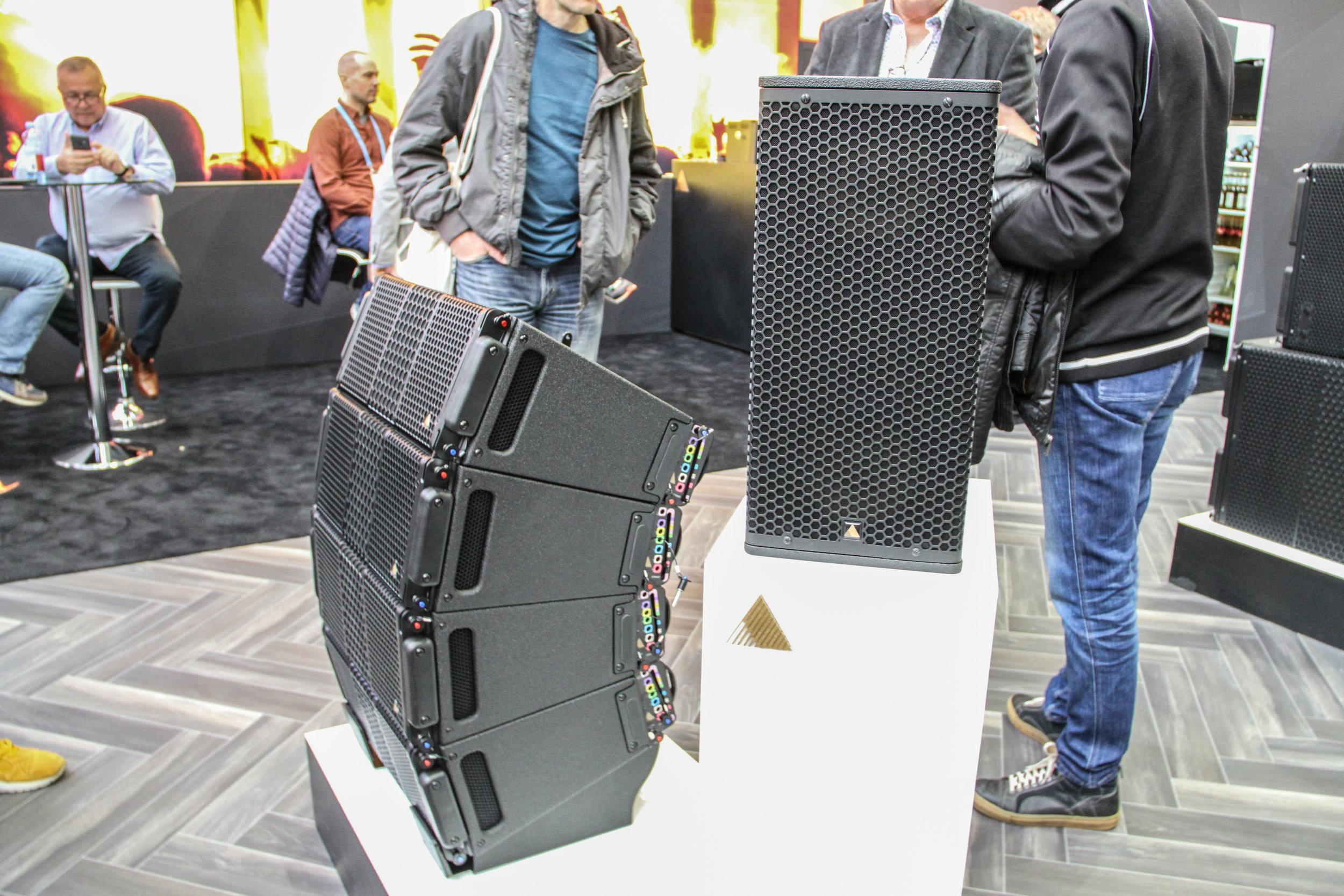 S-serien hos Adamson Systems Engineering utökas genom fyra modeller: S7 (bilden), S7p, S10 och subwoofern S118.