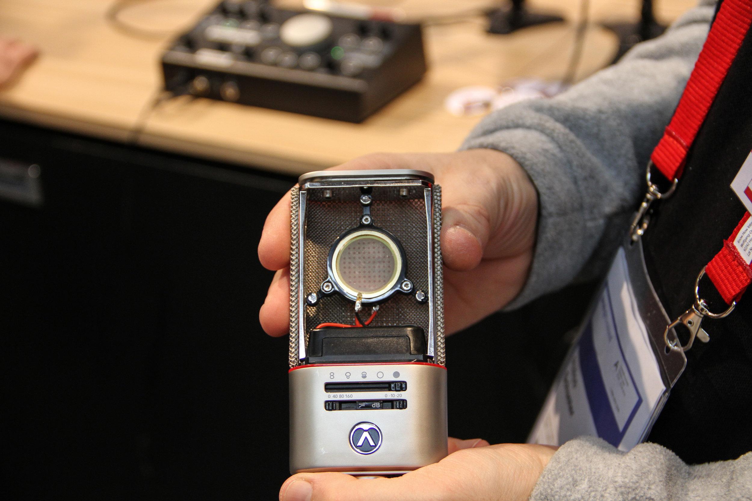 Det nyligen uppstartade företaget Austrian Audio tog mikrofonvärlden till helt nya höjder genom lanseringen av modellen OC818.