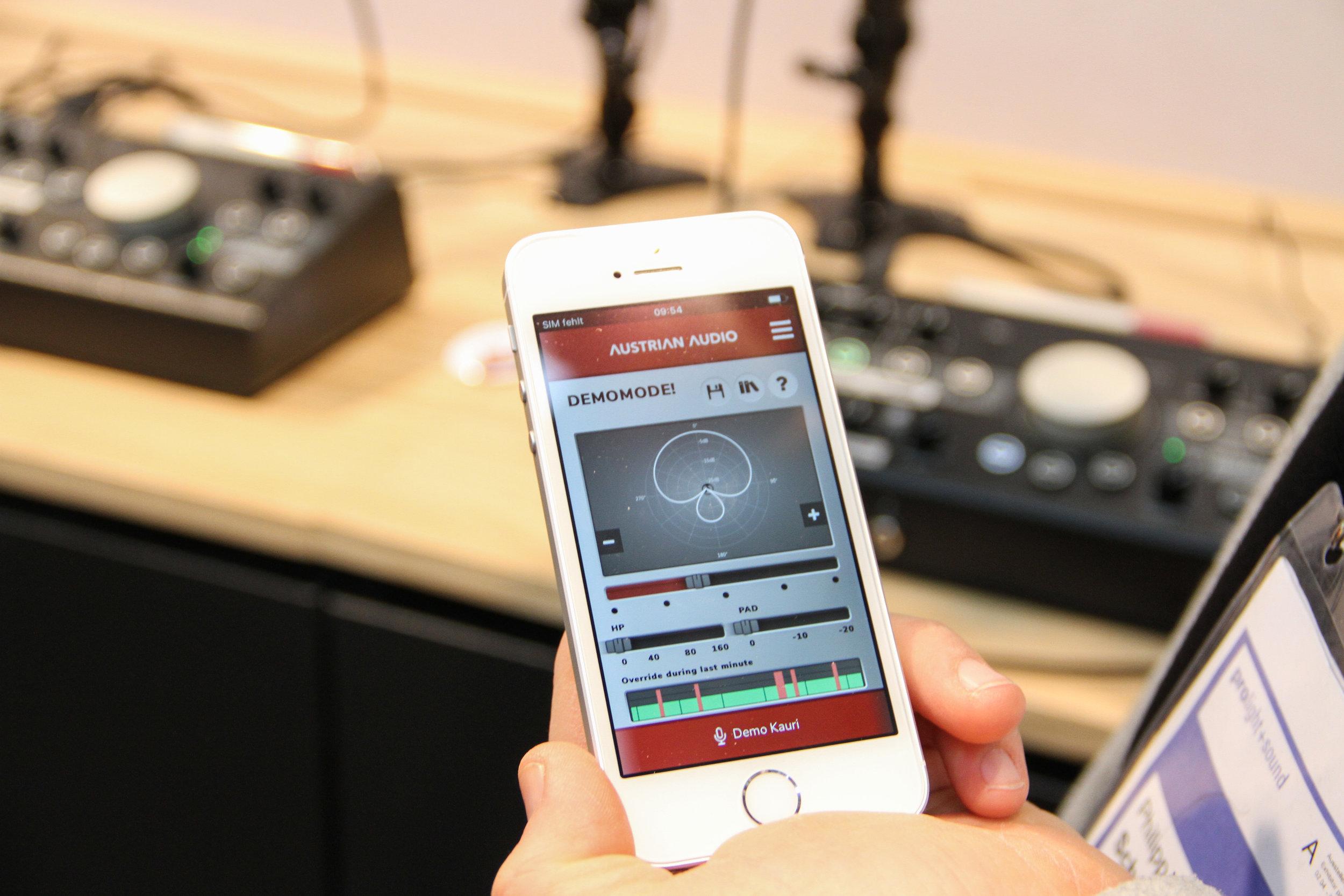 Här kan du justera vilken upptagningskarakteristik den ska ha – antingen stegvis på mikrofonen, eller steglöst via en mobilapp