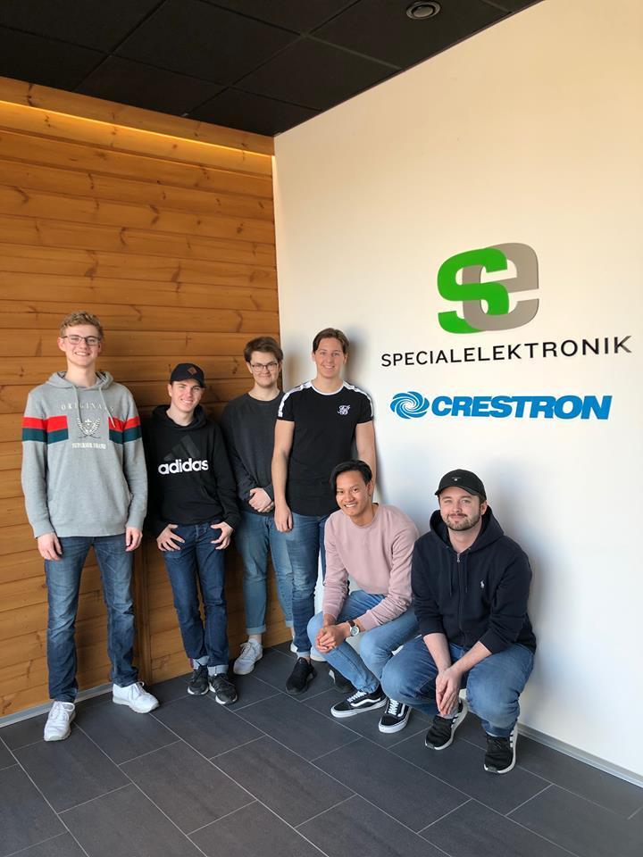 Studenterna klara och redo för praktik. Från vänster: Fredrik Lundh, Alexander Skytte, Adam Wiklund, Andreas Wärmling, Victor Skog och Johan Kraatz.