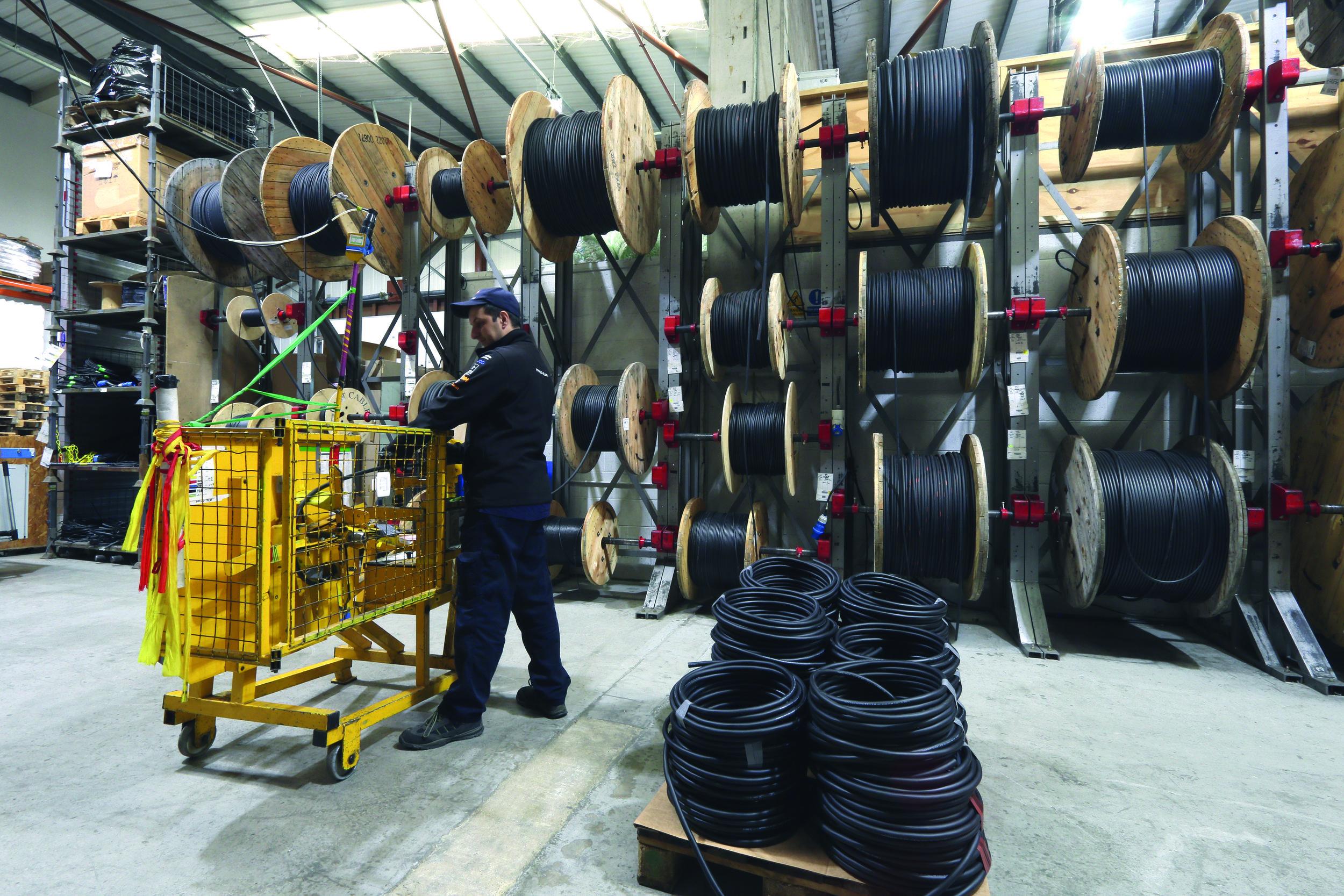 Tourflex® Cabling, A.C. Entertainment Technologies egen inhouse-kabelproduktion. Här erbjuds kunden stora möjligheter att sätta sin egen prägel på kablaget, exempelvis lasergravering och färgkodning för snabb identifiering.