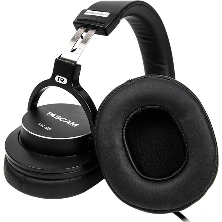 tascam_th_06_bass_xl_monitor_headphones_1458122.jpg