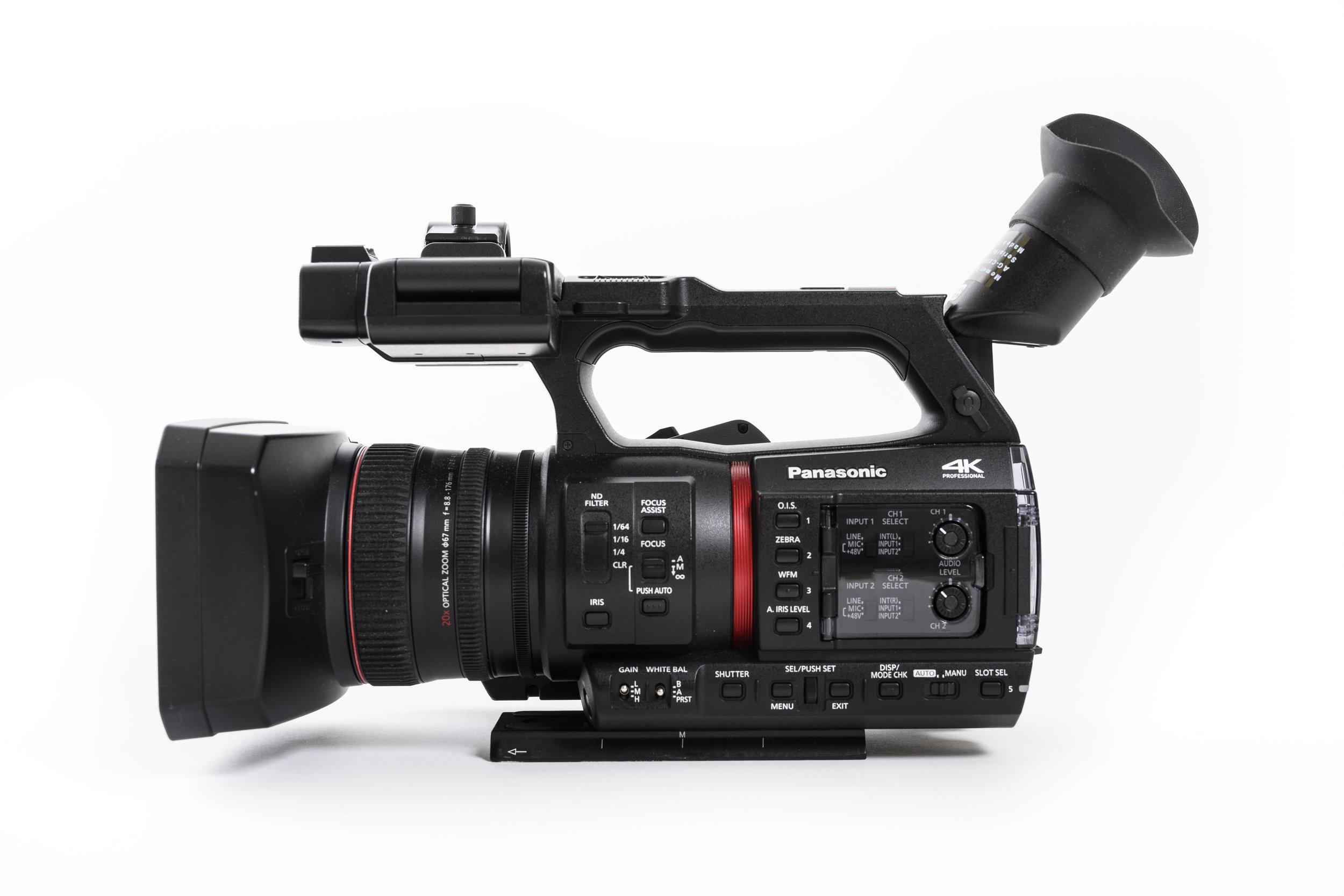 När det gäller Panasonic AG-CX350 kan man mycket väl säga att det är insidan som räknas. Det yttre är likt andra kameror i detta segment och storlek.