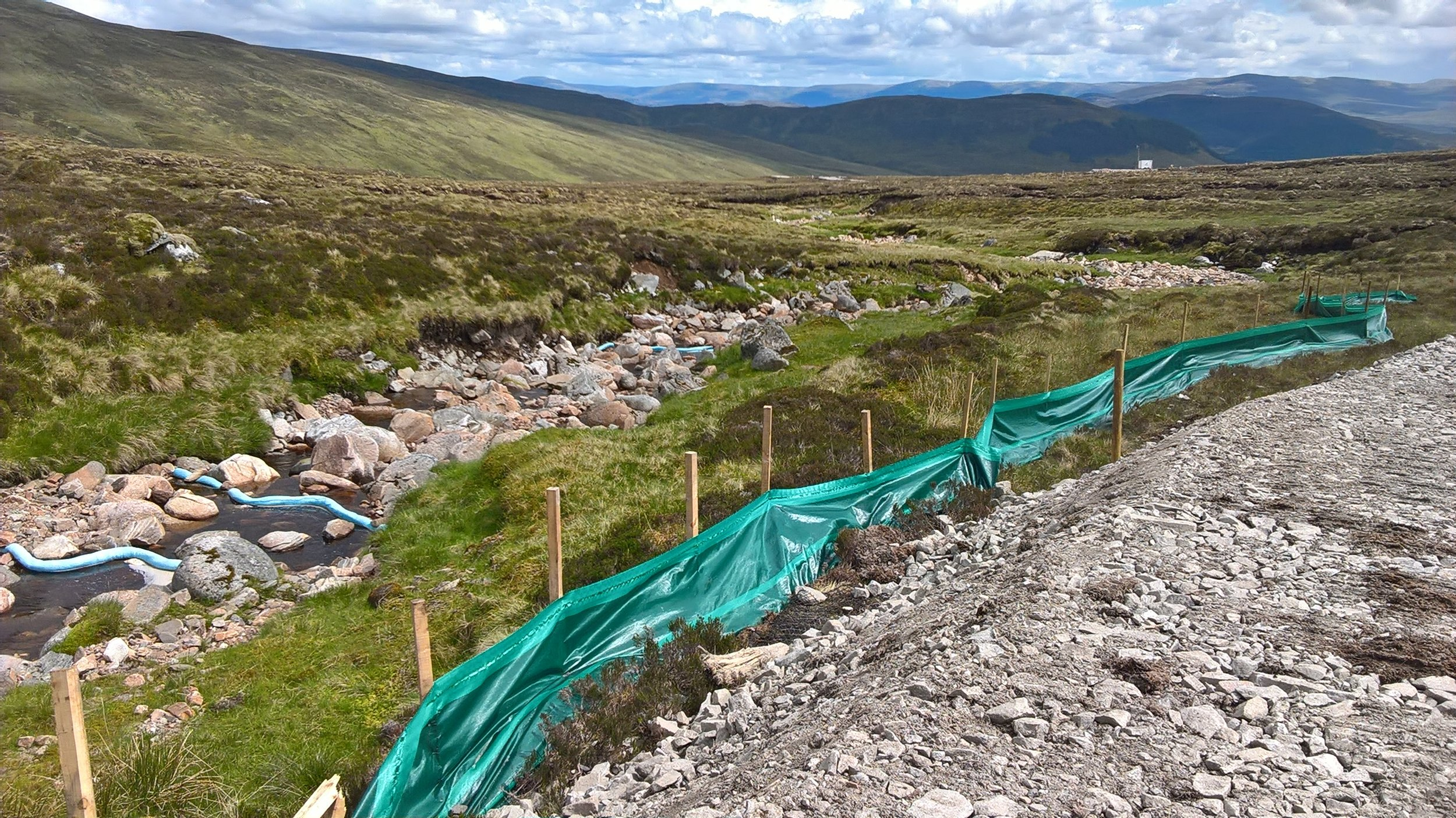 Sillt fencing installed below a newly installed access track to prevent runoff into a water crossing. Booms installed in the burn to absorb any oil droplets that may come from works upstream.