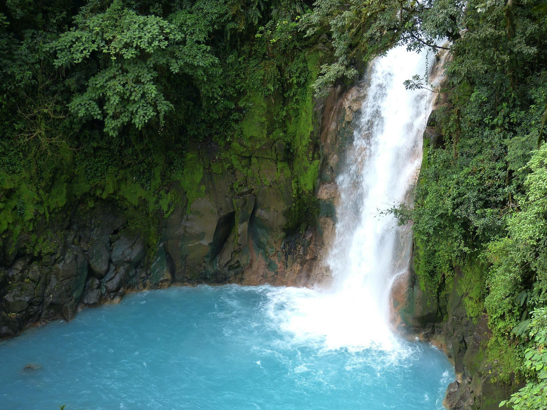 IG SCHOLAR_Costa Rica_waterfall.jpg