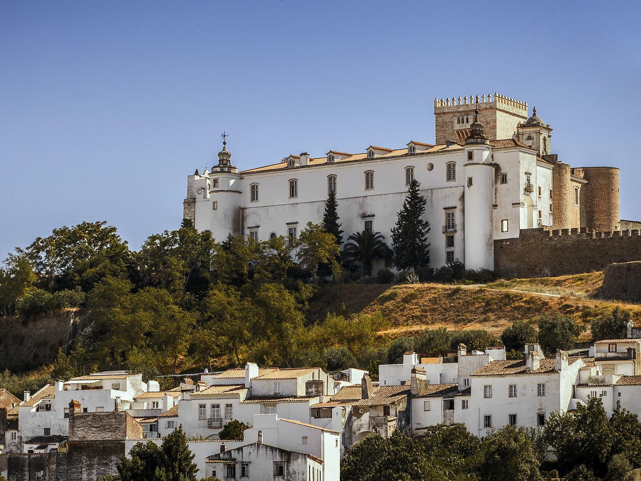 estremoz-castle-alentejo-portugal.jpg