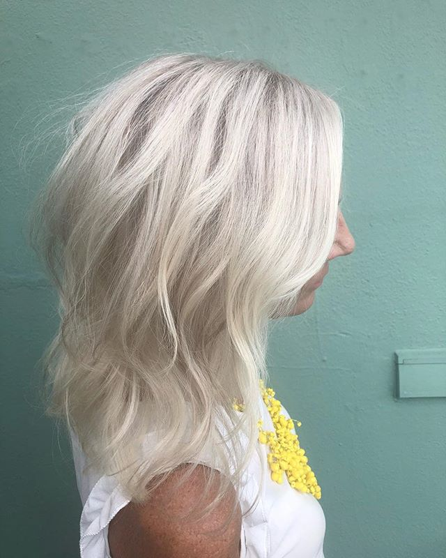 Slowly adding depth to this blonde beauty #trimsalonandspa #orlandohairsalon #orlandohairstylist #blondeme #blondebombshell #beachwaves