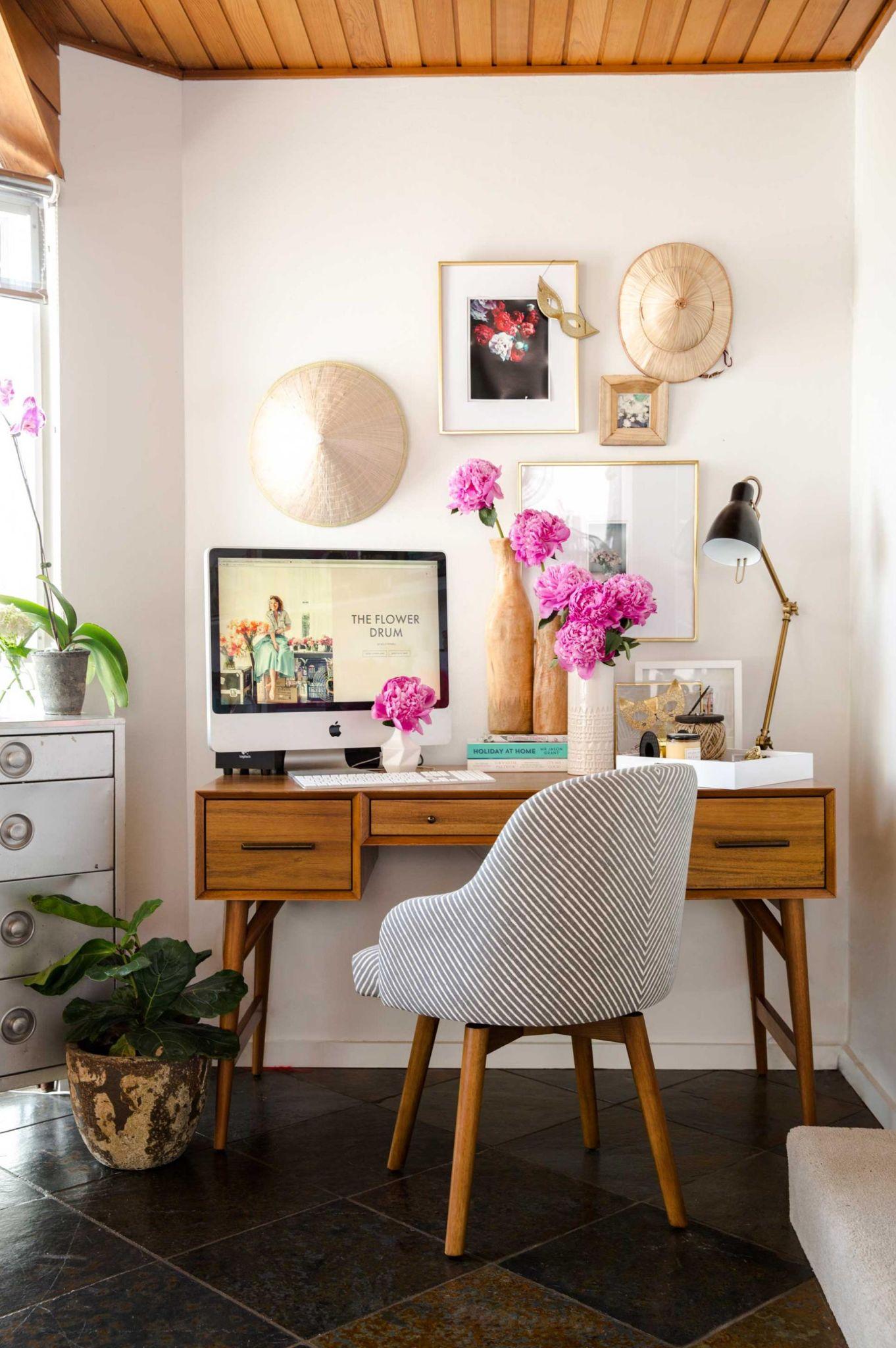 29-fabulous-florals-home-office-ideas-homebnc-681x1024@2x.jpg
