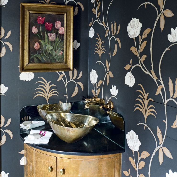 Cloakroom-with-statement-wallpaper.jpg
