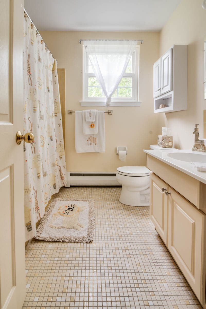 worcester real estate photography main bathroom