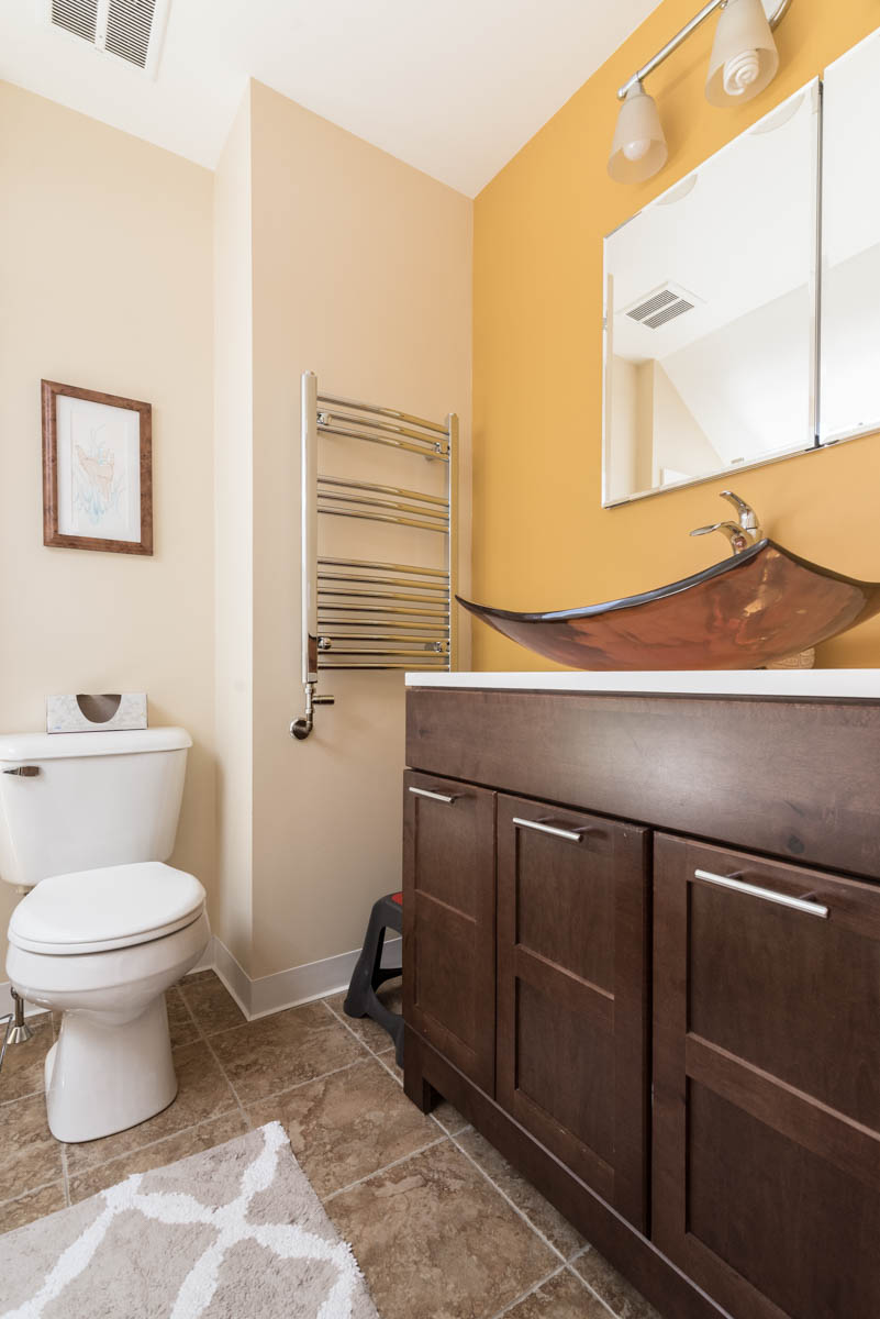 Philadelphia new listing | real estate photographer bathroom