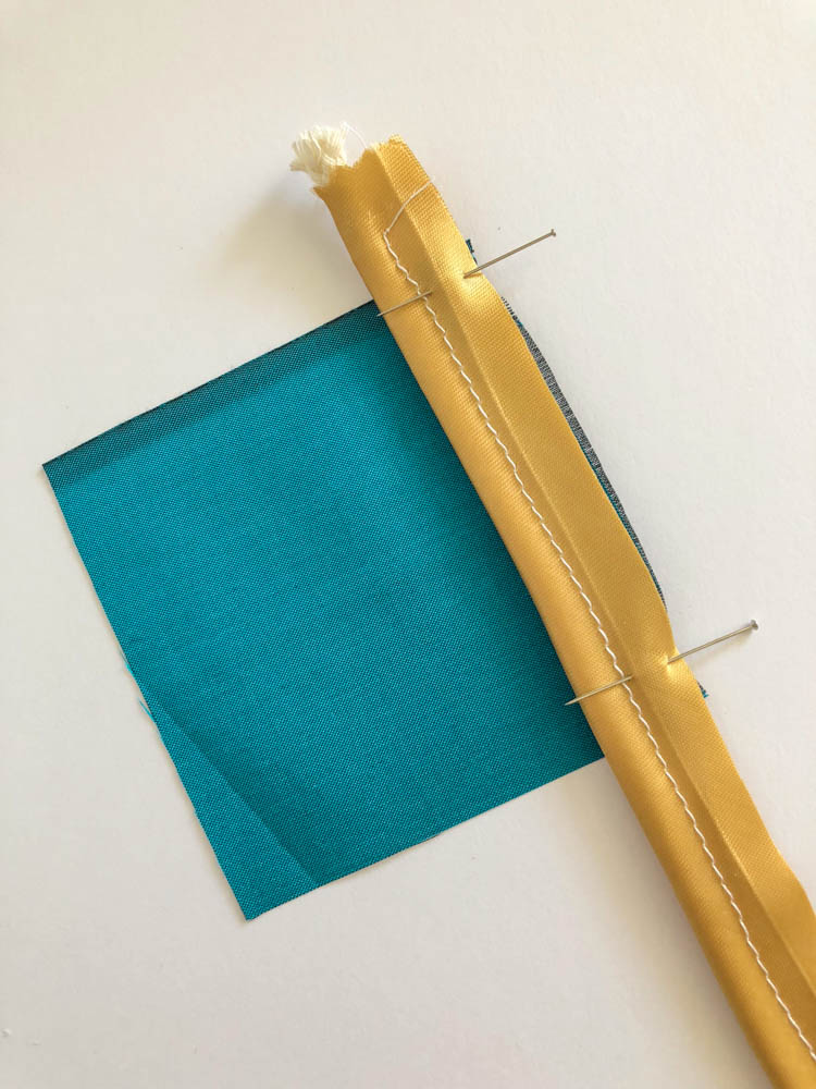Learn how to make and sew piping with this easy to follow tutorial by Wearologie.com