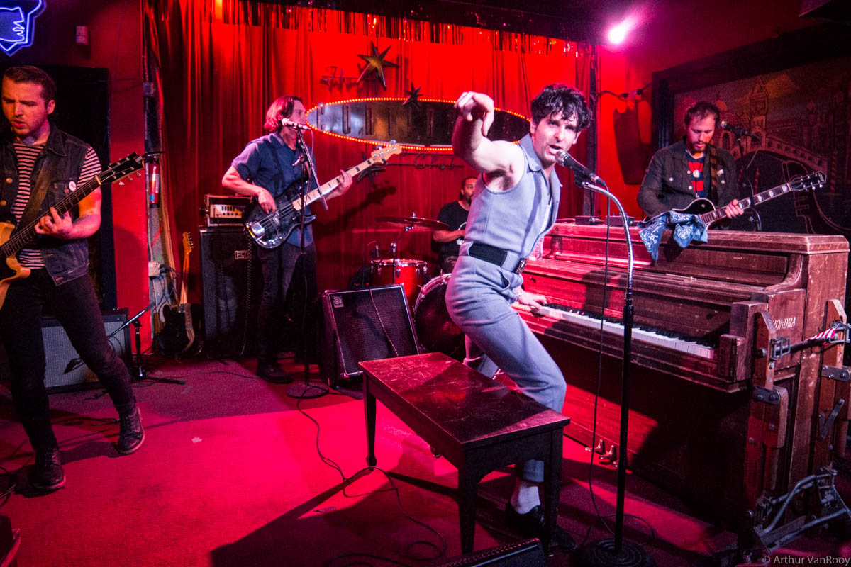Low Cut Connie  ( Website )