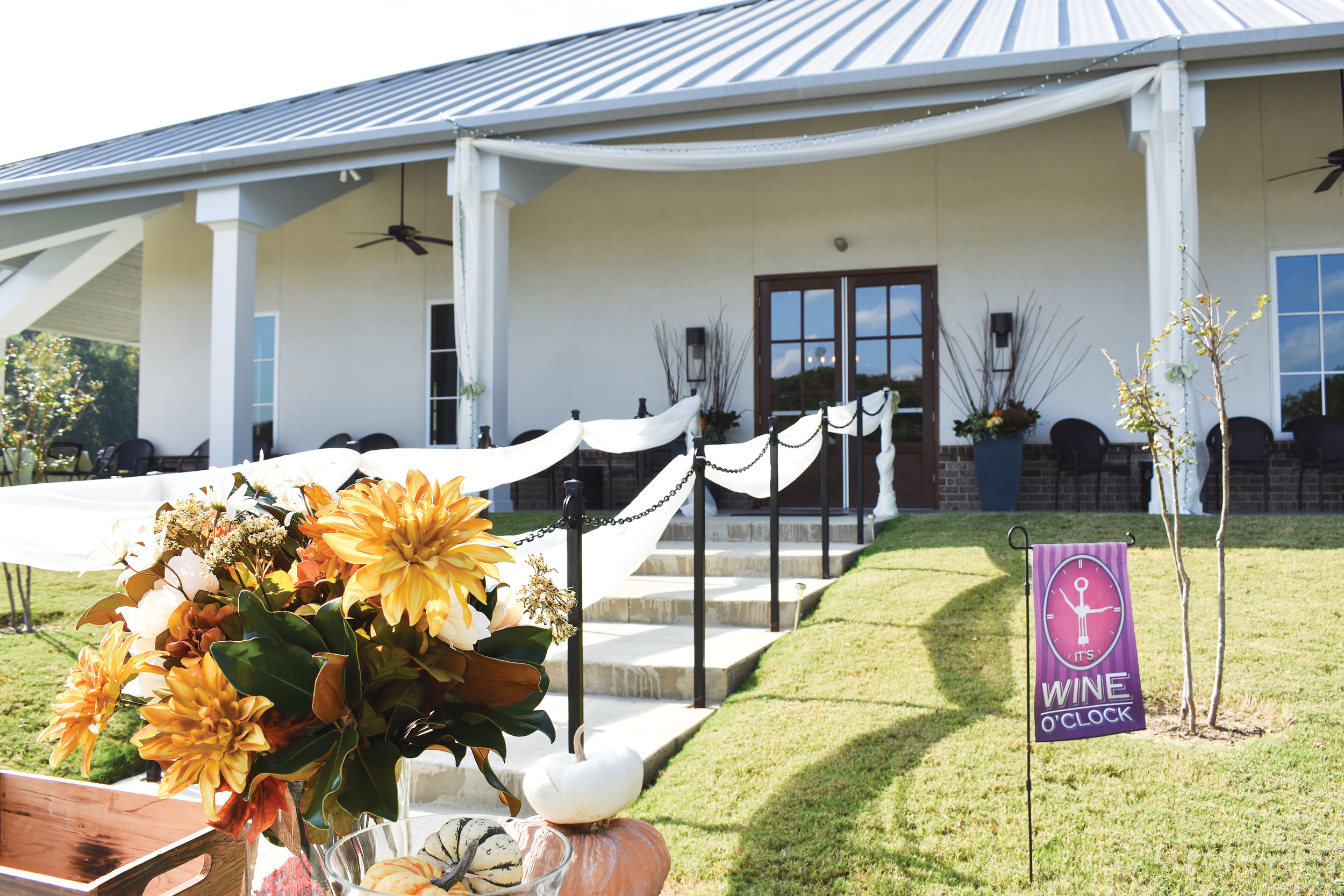 Delta Blues Winery sets the perfect stage for an elegant, picturesque wedding ceremony and reception.