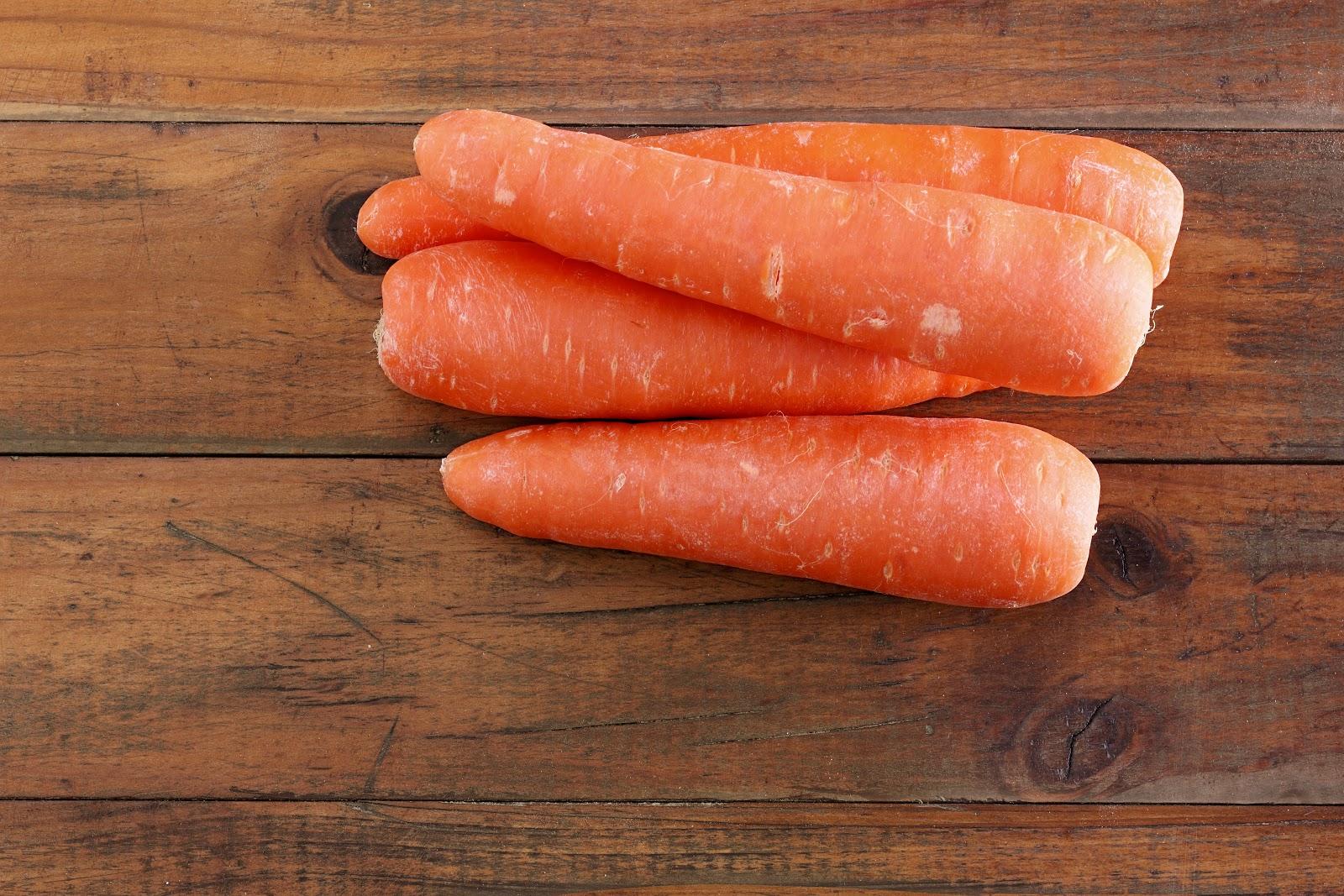 carrots-PX6KDE8 (1).jpg