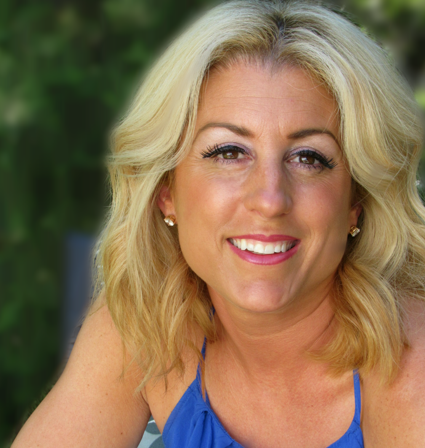 Amy Bisson Headshot-ab (1).png
