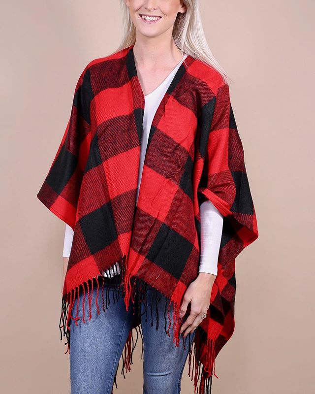 Still looking for the perfect Christmas gift? We got you covered! ❤️ Link in bio. #freeshipping #style #poncho #buffaloplaid #christmas
