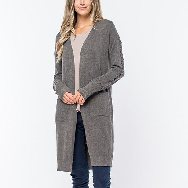 This long, charcoal colored cardigan with braided detailed sleeves is available in all sizes. 40% off and free shipping when you use code: NEWYEAR at checkout. Link in bio. . . . #sundayinthesouthmarket #sale #newyear #shoponline #cardigan #winterfashion #stylemarket #womensfashion