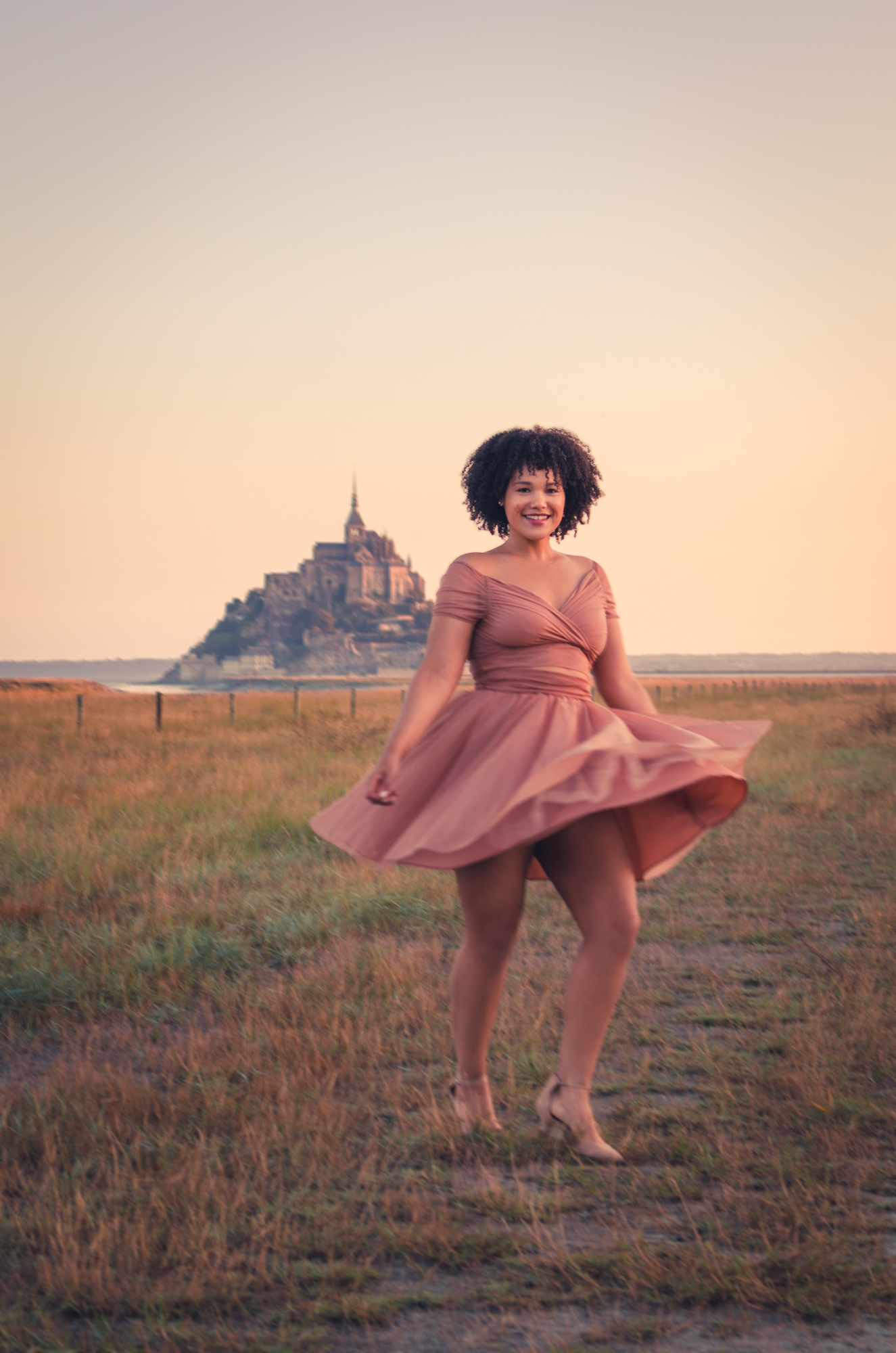 MontSaintMichel-dreamshoot-portrait-playful-lady-afro-ckayee