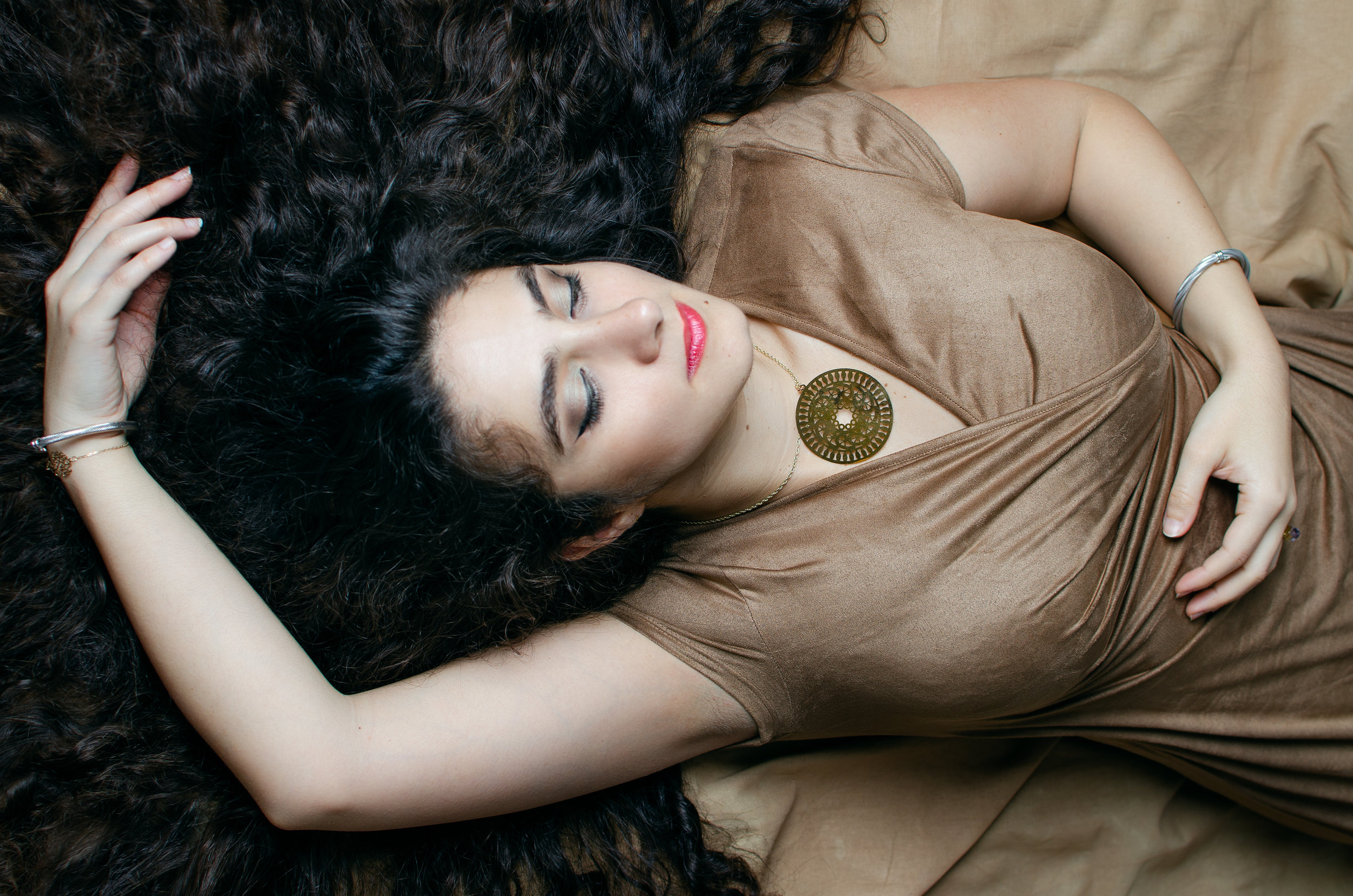 paris-portrait-lady-lying-curly-hair-sleeping-beauty