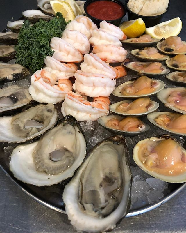 Wild Shrimp, Long Island Little Neck Clams and Blue Point Oysters!!! 🐟👑🦑🦐🦞🦀 #tastethedifference #bnbfish #bnbfishandclam #seafood #longislandseafood #ifitswimsaskforit #shrimp #shrimpcocktail #littlenecks #oysters