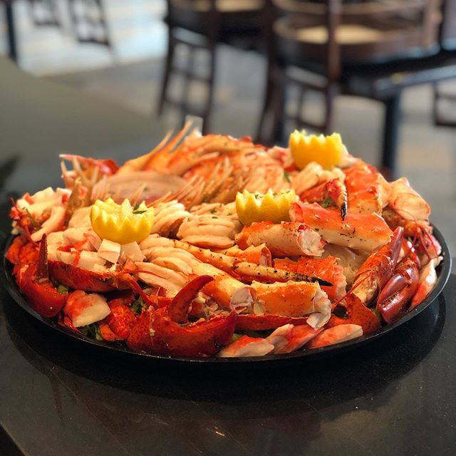 Happy Father's Day!!! Custom cocktail platters done by Chef Neeshka! 🦞🦐🦀🦑🐙#tastethedifference #bnbfish #bnbfishandclam #seafood #longislandseafood #ifitswimsaskforit
