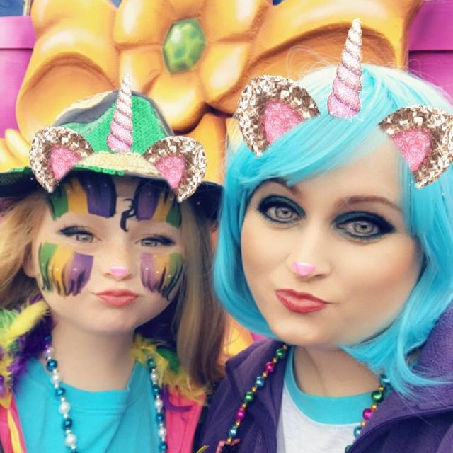 We had a blast at the Alexandria Children's Parade today! #mardigras #anastasia #kreweofanastasia #childrensparade #mardigrasparade #hailanastasia #beads #bluewigs #lowerlattitude #betterattitude #lowerlattitudebetterattitude #goodtimes #leahmmoraceart