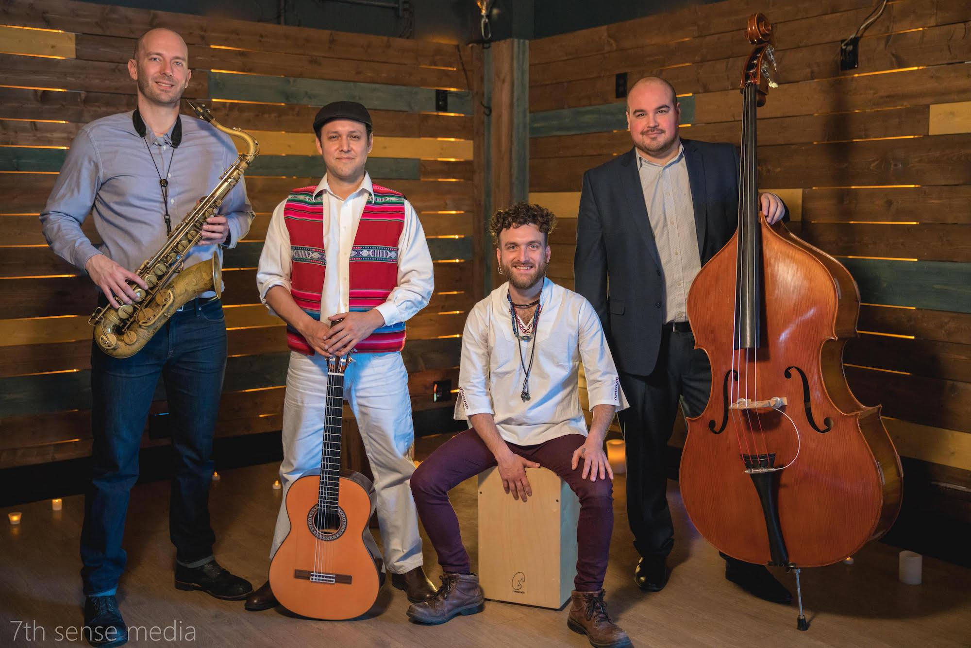 Golpe Tierra son, de izquierda a derecha: Tony Barba, Richard Hildner, Juan Tomás Martínez, and Nick Moran. Foto por Paddy Cassidy.