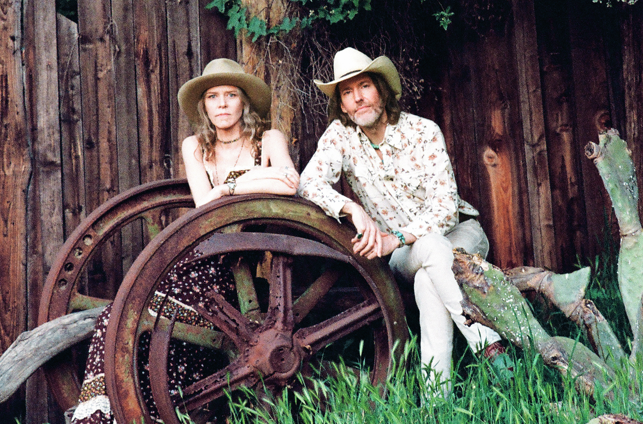 Gillian Welch (left) and Dave Rawlings. Photo by Henry Diltz.