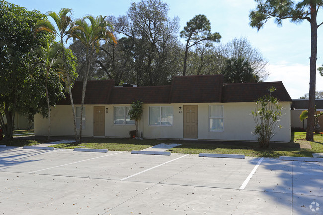 West Palm Beach, FL  COLONY OAKS APARTMENTS