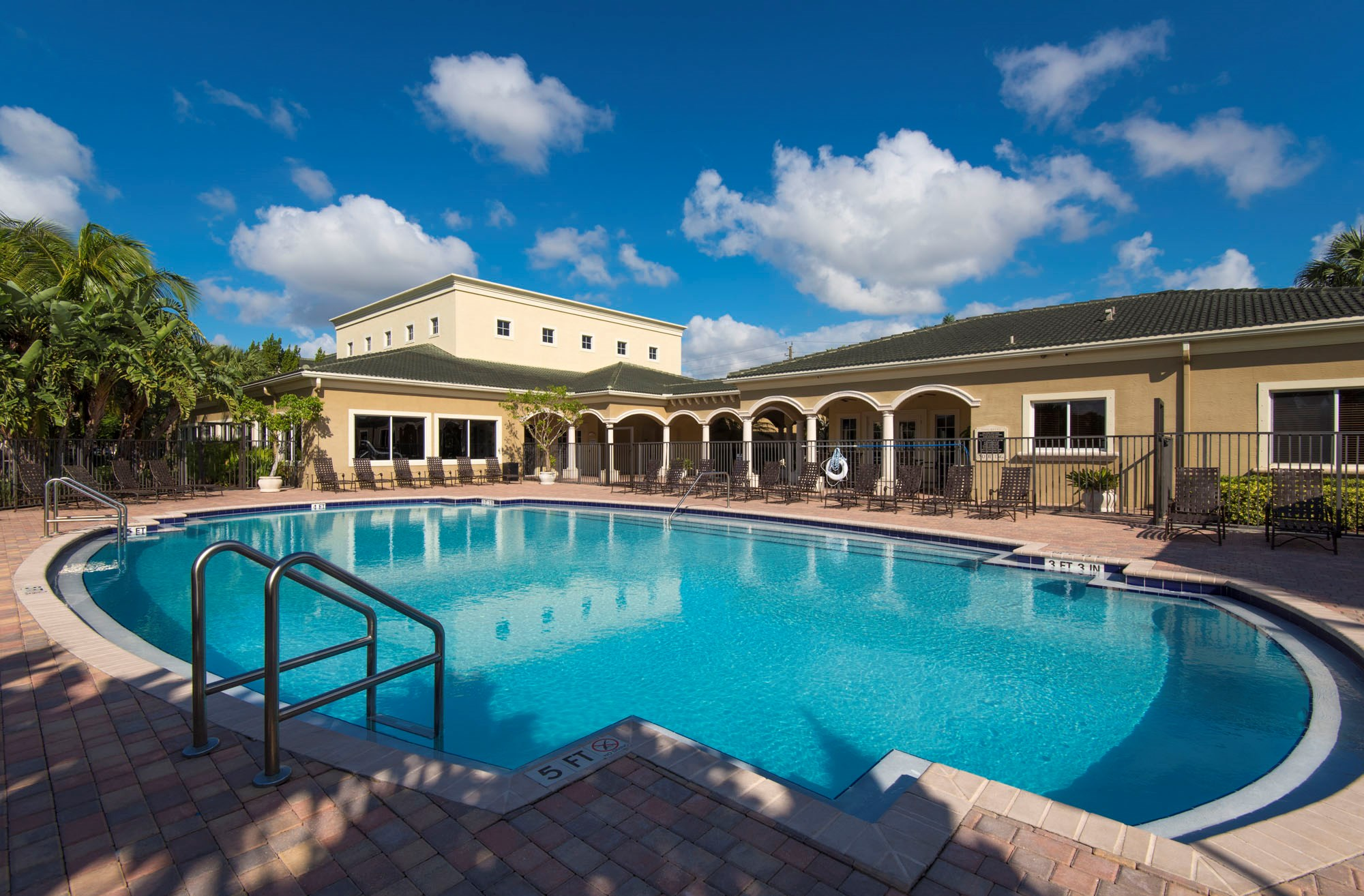 Davie, FL  PALM TRACE LANDING APARTMENTS