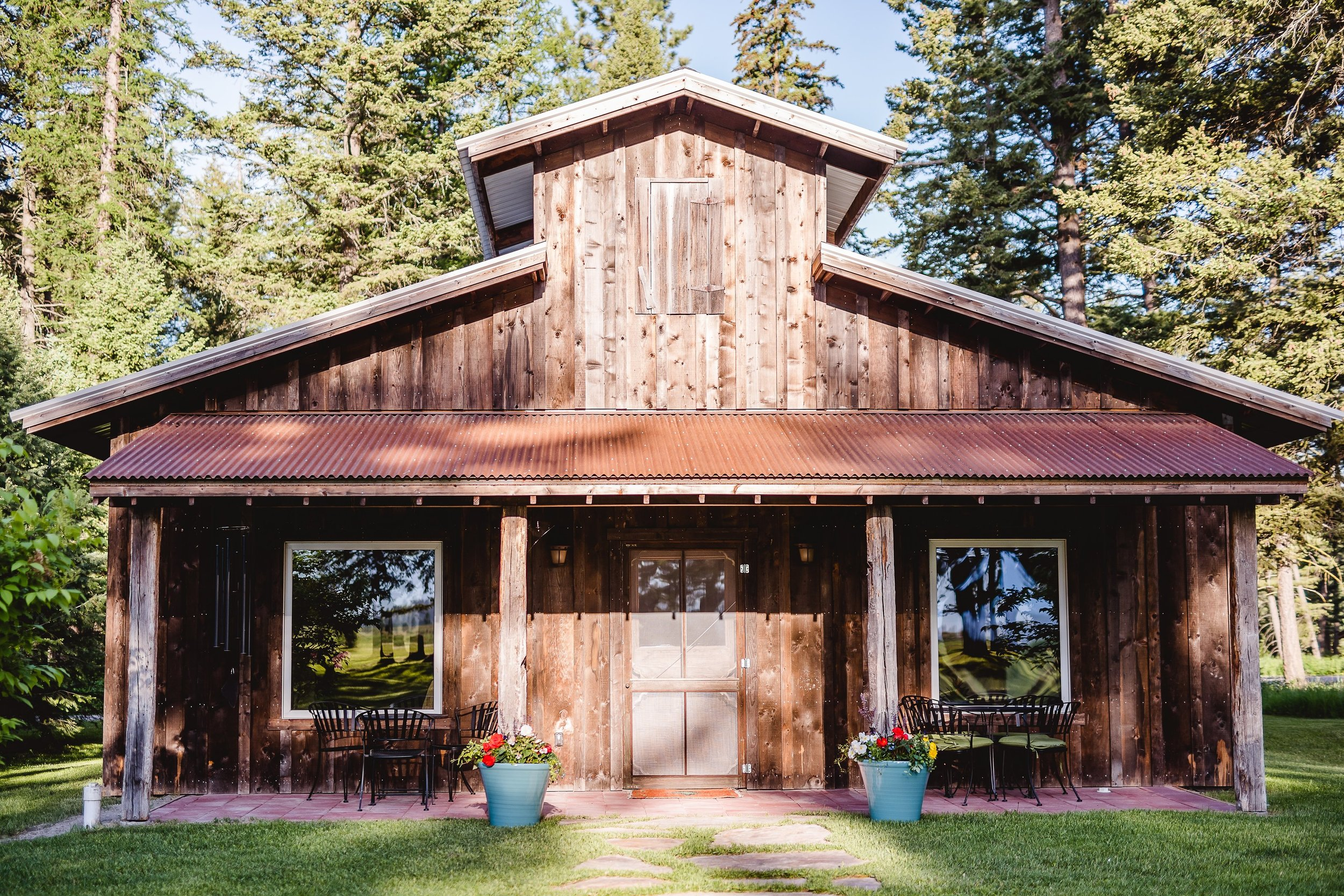 The Bunkhouse - This unique, stable-like building has seven bedrooms, four bathrooms and three lounge areas surrounding the central hall with its clerestory ceiling. The rooms are outfitted with a queen, twin or bunkbeds and covered with organic cotton sheets and thick Pendleton blankets. The bunkhouse is just steps away from the dining and recreation facilities.