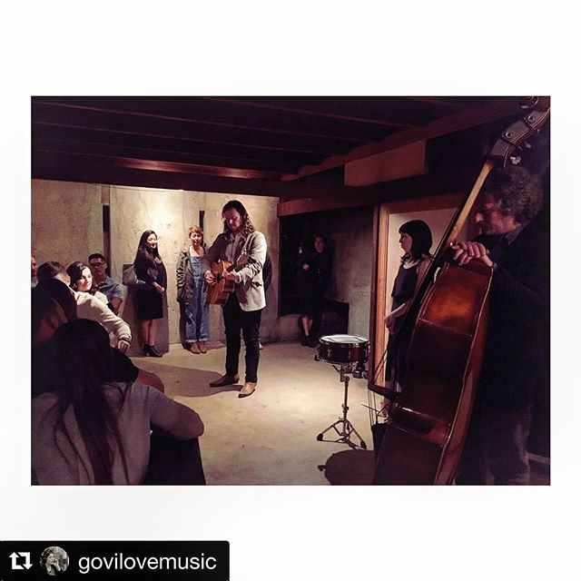 Flashback to an intimate show we played a couple weeks ago at the Schindler House💫 thank you @govilovemusic for the pic! ✨We're playing another concert this Tuesday in Atwater Village at the Chapel of Saint Francis, 6-9pm, hope to see you there!🌟 #Repost @govilovemusic ・・・ What? Wait did I spy @tommorello !? @wearethewest vibing at the #schindlerhouse for @lafoodshop @mezcalelsilencio @coolhaus @makcenter #musicismedicine #goodtimes #goodvibes #farmtotable #popupdinner #landmark #rudolphschindler #outsidethebox