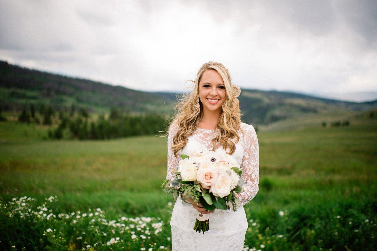bridal destination wedding photography at strawberry creek ranch in granby colorado