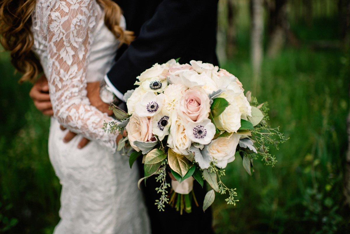 florals destination wedding photography at strawberry creek ranch in granby colorado