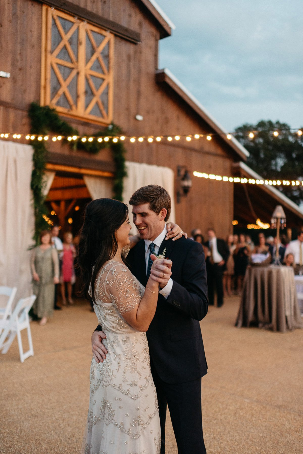 wedding outdoor reception at southwind venue, mississippi wedding photography