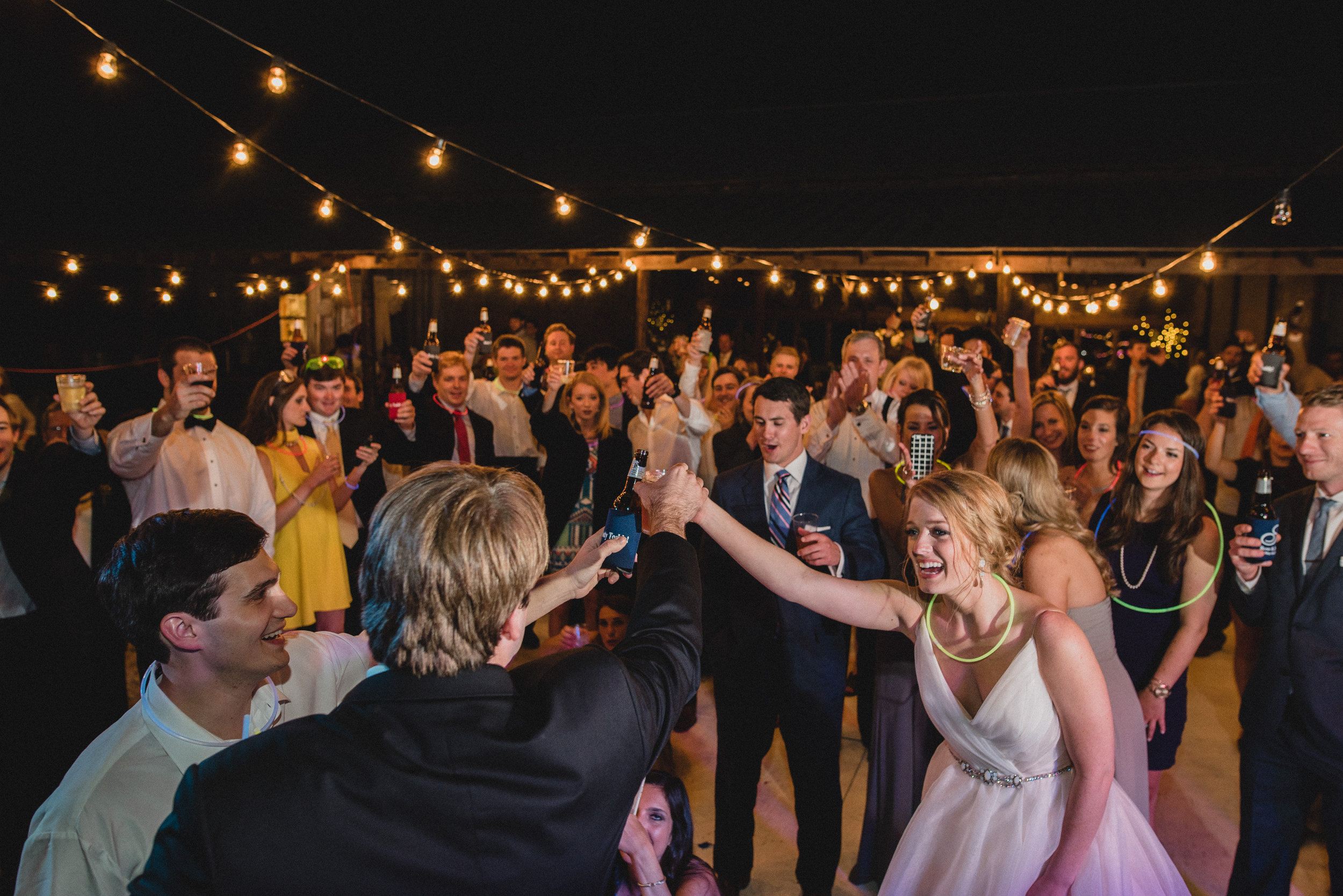 wedding photography reception at woodson ridge farms in oxford mississippi