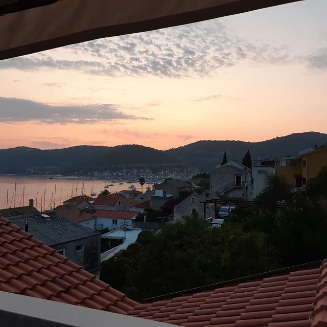 Up at the crack of dawn on our last day in Vis.  It was the start of the long trek home, back to real life and getting a's into g's to meet those goals. . . . . . #sofijabutler #madetoorder #madeinnewzealand #shopconscious  #sustainablestyle #consciouslymade  #slowfashion  #consciousfashion #ecofashion  #buyhandmade #buyrecycled #upcycled  #deadstock  #buysustainable #secondhandseptember #Thrift #sustainableclothing #secondhandclothes  #shopsecondhand #thriftshopping #smallbusiness #thriftedclothes  #shopsmallbusiness #reducereuserecycle  #shopsmall #shopsustainable #consciousshopping  #minimalstyle  #vtg #vintageshopping