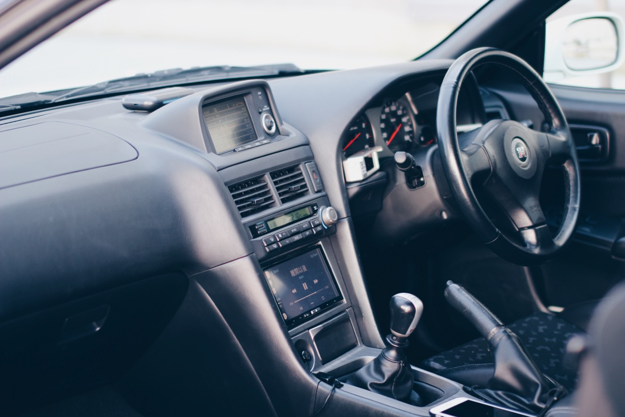 The V-spec 2 features an updated interior with black seats, door panel and brushed titanium trims. I've fitted an Apline iLX-007 deck as a media center offering GPS and Apple Play to keep me entertained during traffic hour.