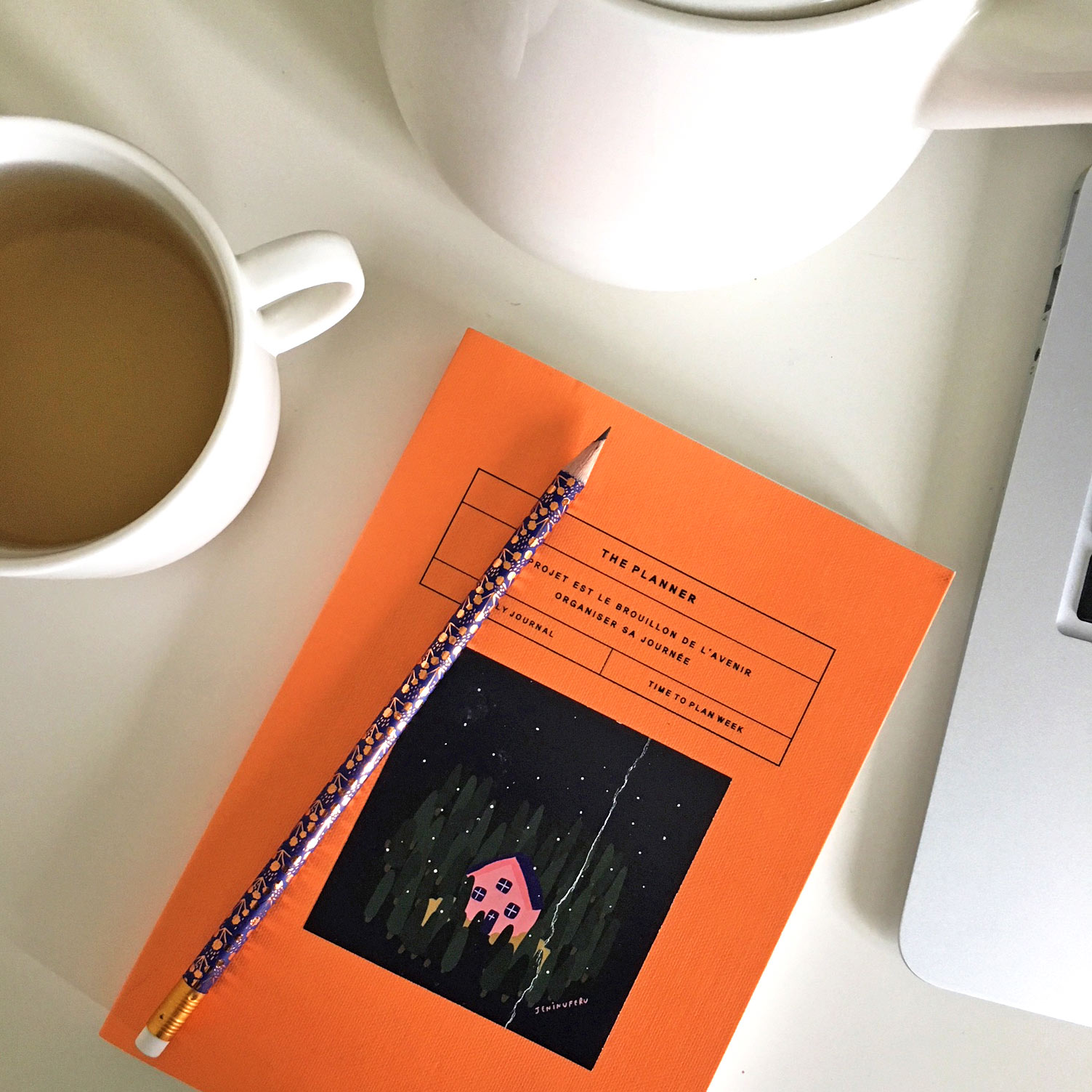 9:30 am - I start every morning by planning my day. I like to make lists of different tasks I have to do. After that I reply to emails and drink a cup of tea.